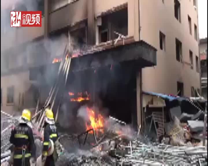 突发:杭州汽车北站西面一拆迁房着火