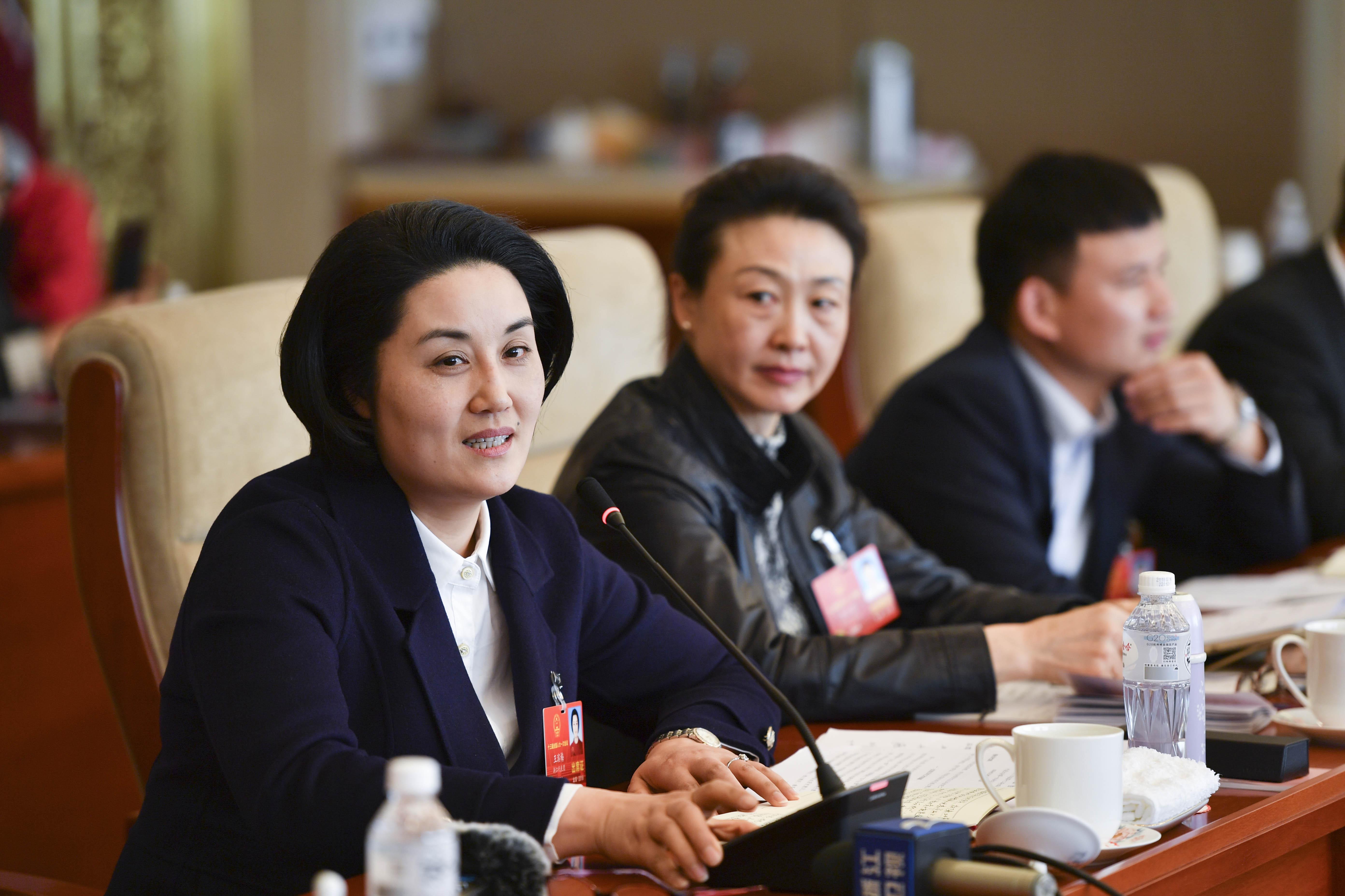 浙江代表团举行代表小组会议
