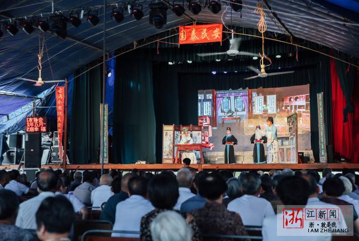 温岭太平戏曲协会送戏下乡的台前幕后