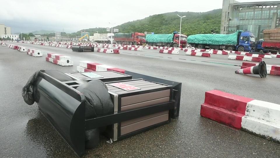 受台风影响 舟山三江码头全线封闭