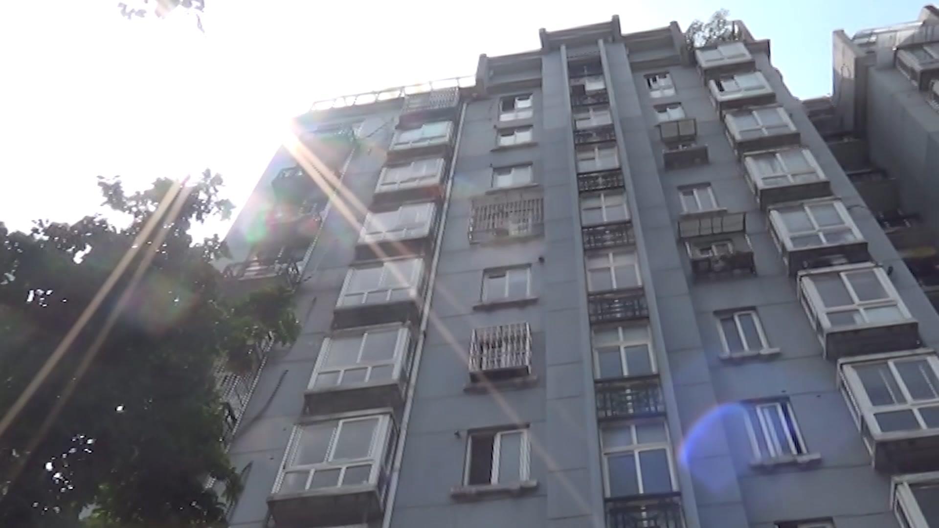 杭州4岁男孩从11楼坠楼