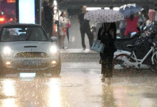 瓢泼大雨打前站 十年最晚梅雨季奔来浙江