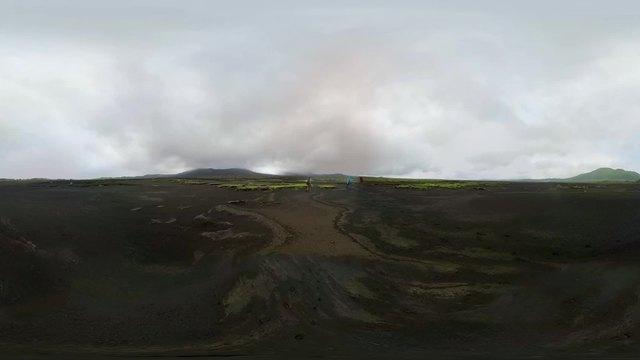VR视频|跟随探险家深入火山熔岩湖,感触地球跳动的心脏