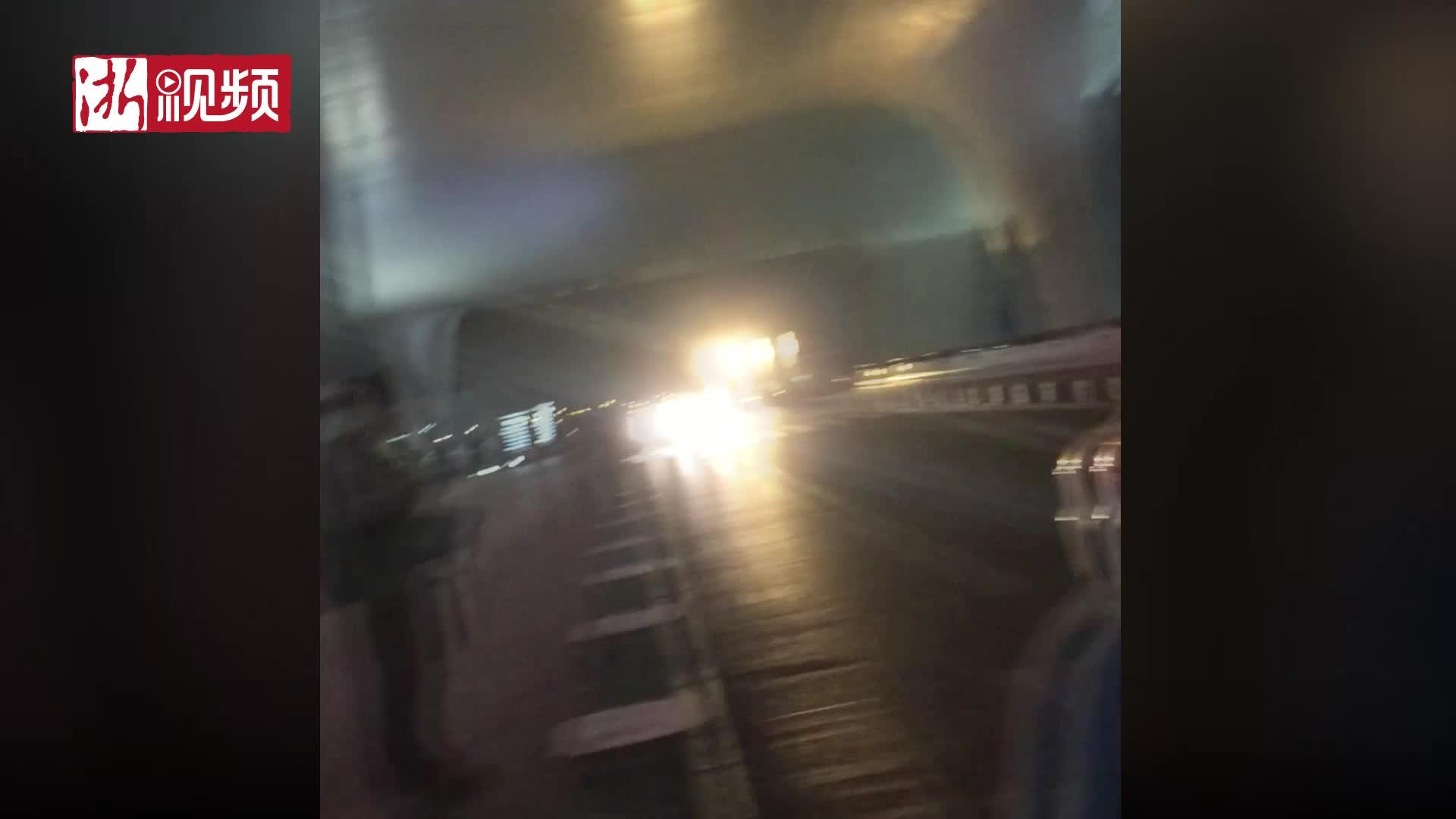 出租车翻着后盖逃避被拍 杭州东站的出租车还能更没规矩吗