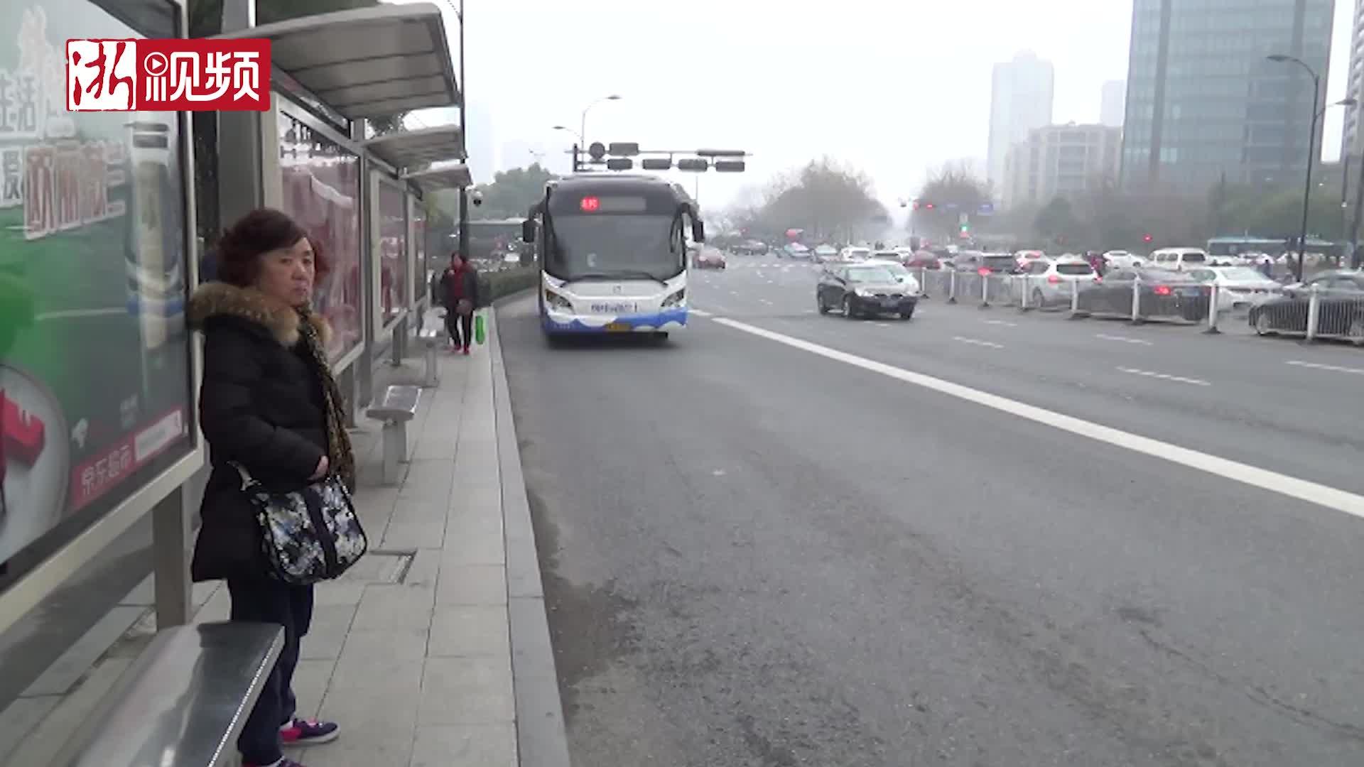 杭州:8路车老司机安全行驶132公里 车队举办欢送会