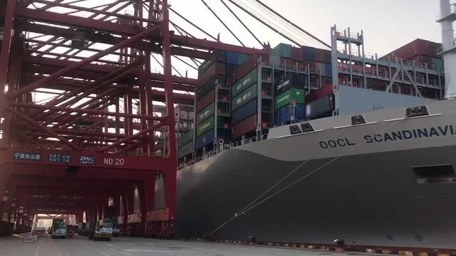 这个春节,港口员工们在忙碌中度过