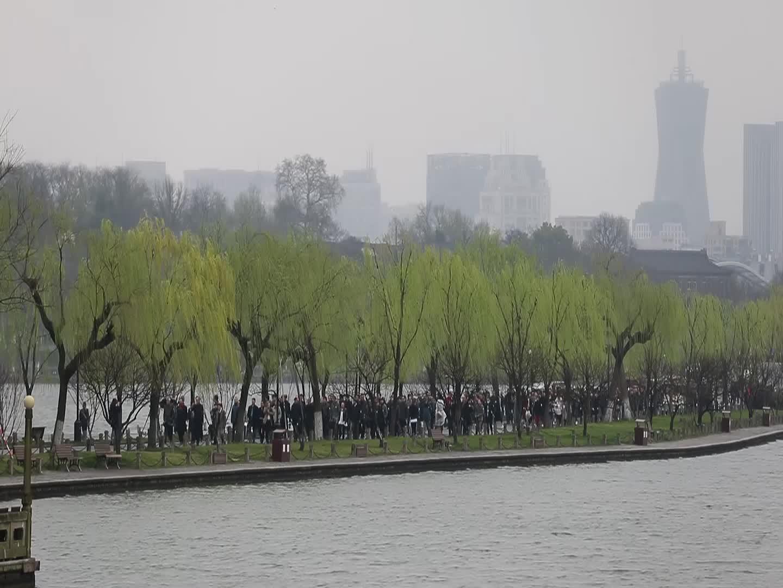 中国美院500人孤山合影重温历史