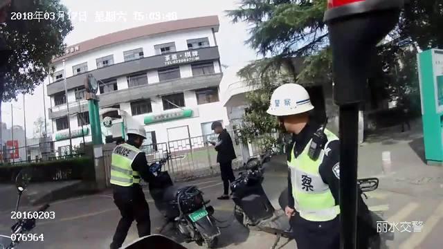 丽水16岁少年无证驾驶机车飞驰在路上 看市民怎么说!