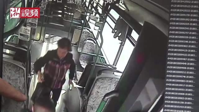 公交车上大意丢包 司机捡到物归原主