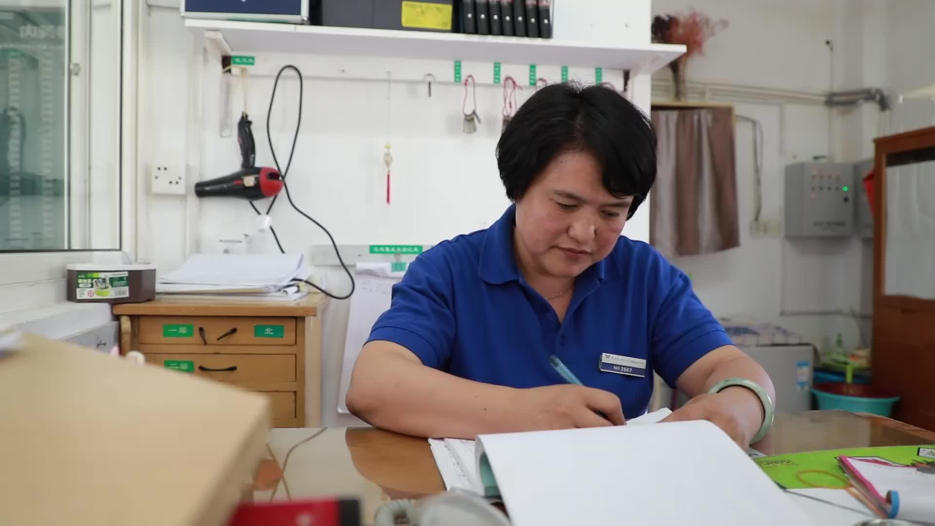 小学学历6年写6部小说 杭州高校宿管阿姨说梦想谁都可以有