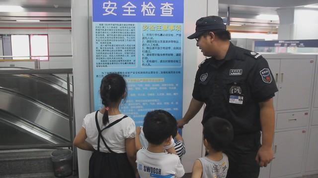 """杭州地铁迎来一批小小""""引导员"""""""