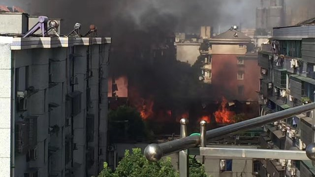 突发!杭州古墩路煤气瓶爆炸(一) 波及过路车辆 公交乘客受伤