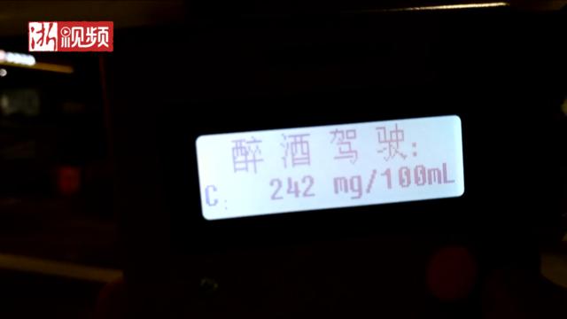 温州:醉驾男子开上高速 交警驱车赶上怒吼喊停
