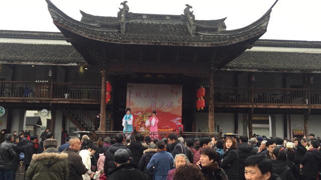 看大戏 逛灯会……看各地人民如何欢度春节