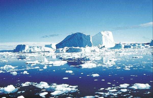 """北极""""最后一片冰区""""今年两次破裂"""