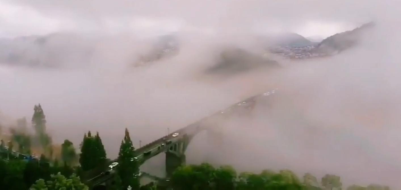 """雨后新安江云雾缭绕 宛若""""天空之城"""""""
