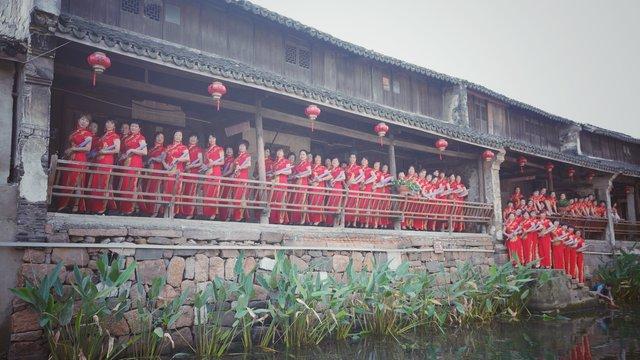 旧馆镇港胡村百人旗袍秀