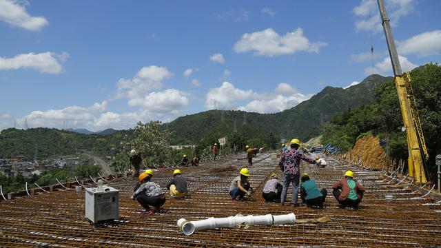 乐清湾港区铁路支线年内完成铺轨架桥