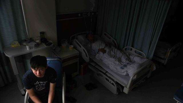 父亲车祸癌症接踵而至治疗费难筹 品学兼优贫困大学生想退学打工