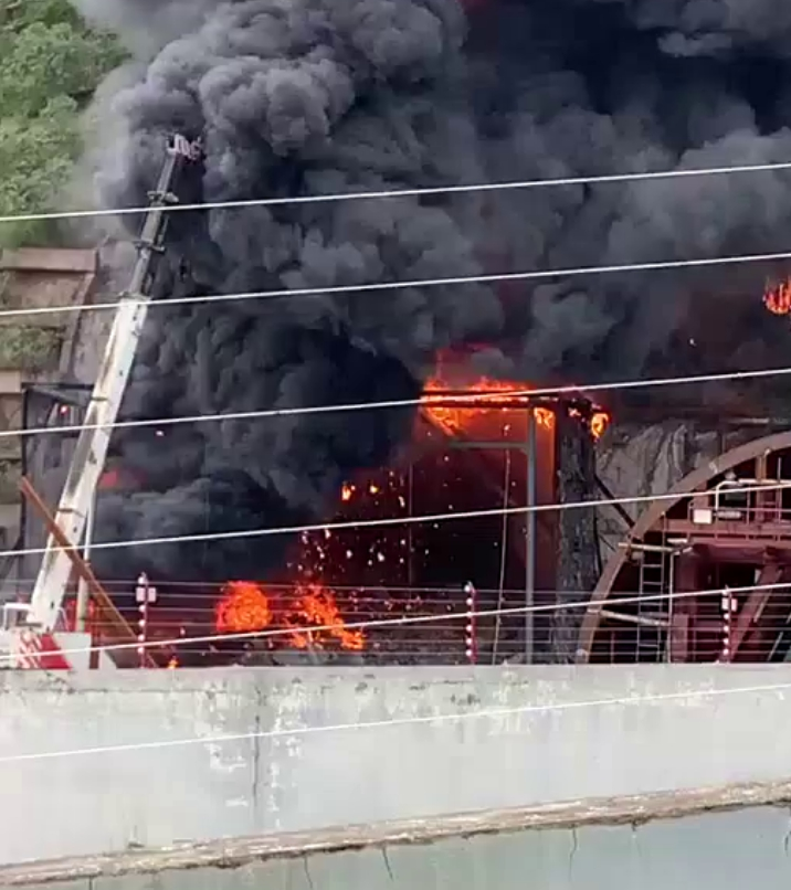 舟山东港一在建隧道突发大火 目前明火已被扑灭