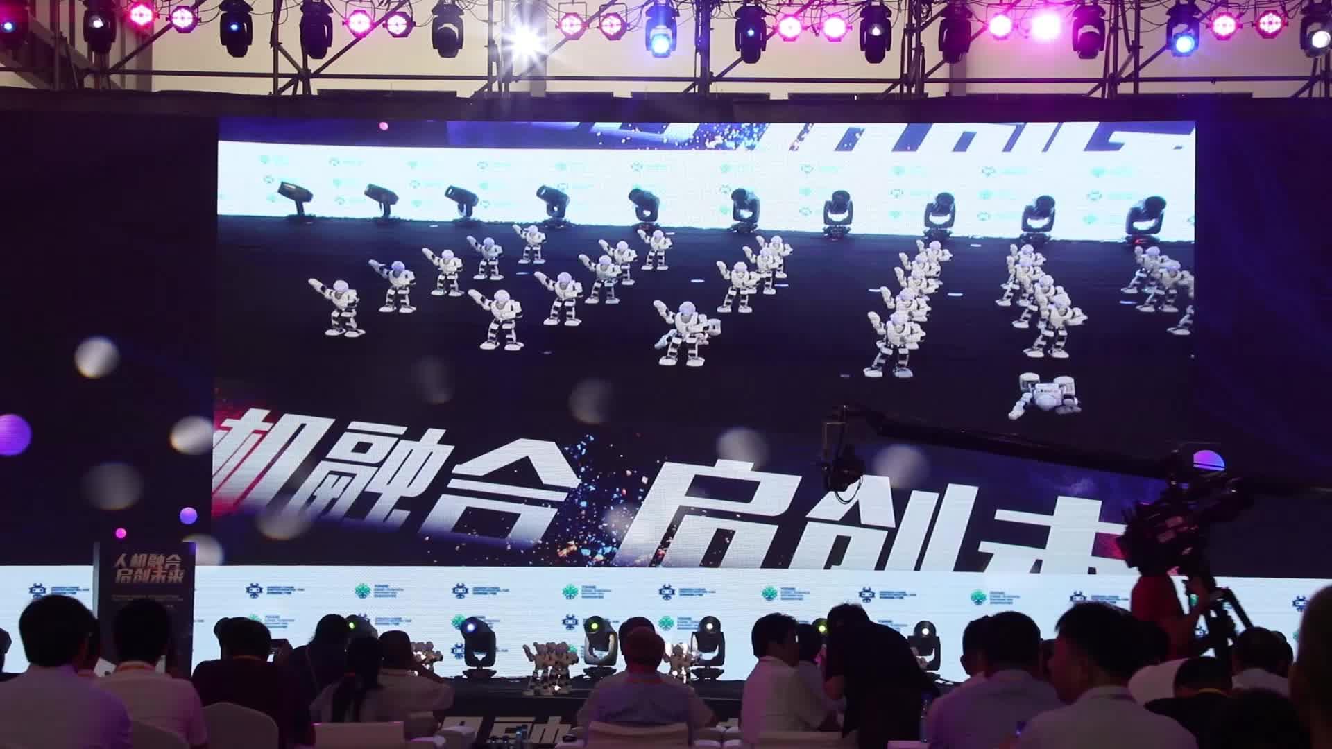 """浙江又来一朵""""智能云"""" 一系列机器人炫酷亮相杭州"""