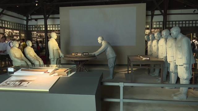 纪念日本投降73周年 杭州学生和市民参观浙江受降纪念馆
