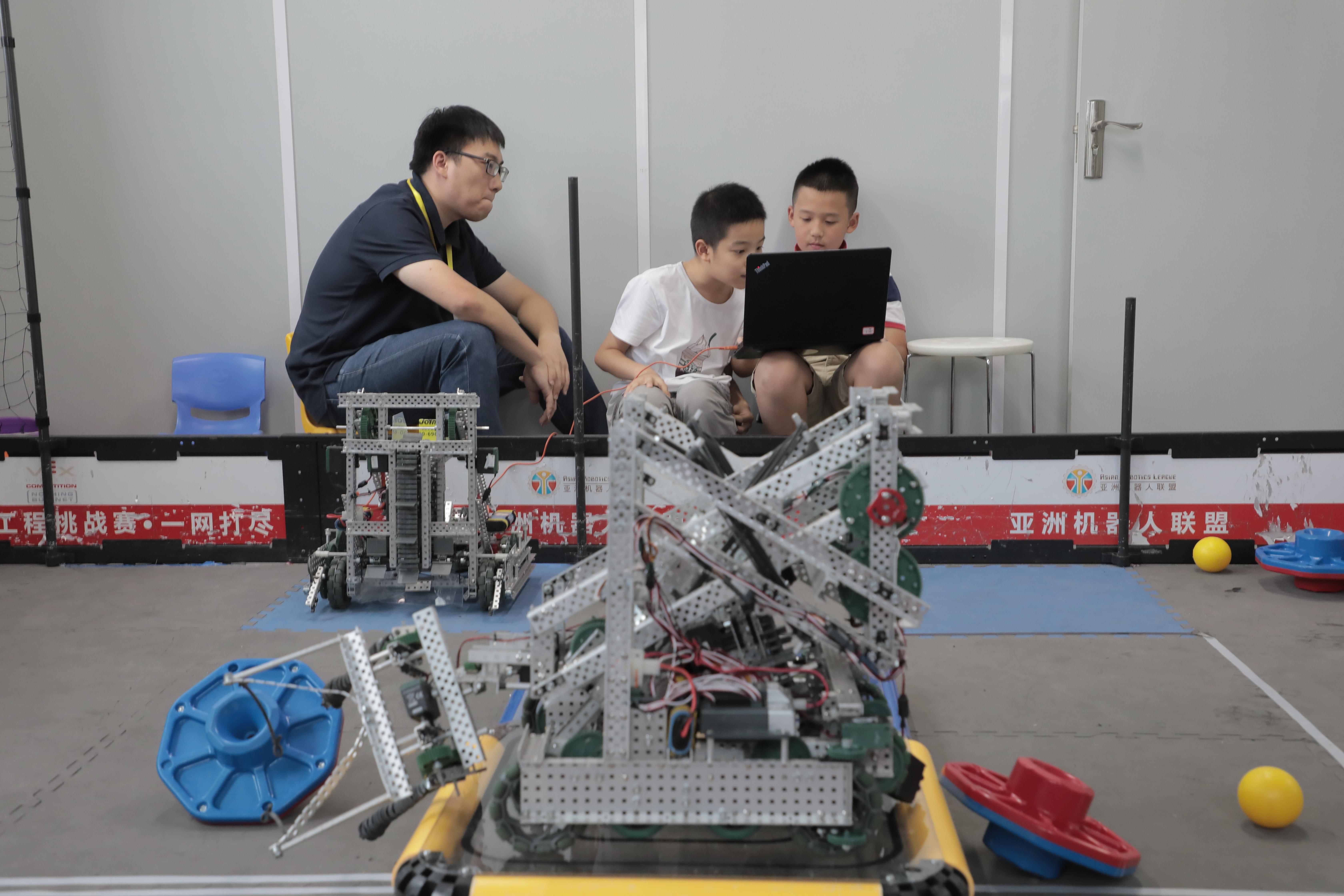 杭州的这个培训班里,小学生都开始学编程玩机器人了