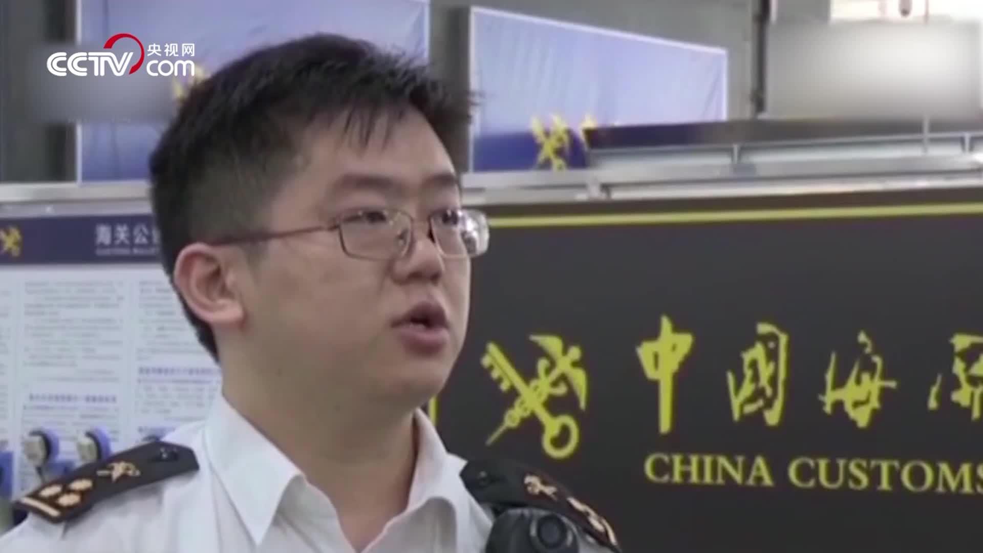 香港男子轮椅内夹藏324部苹果手机入境 被深圳海关查获