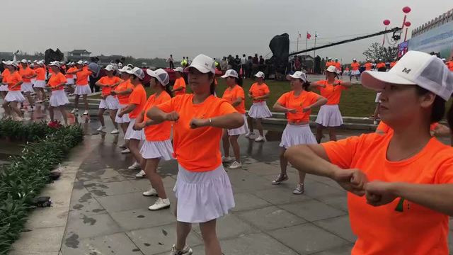 3:53 排舞:《健康赢未来》